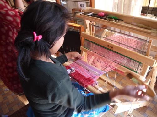 2.福島の縦糸を使った織りつなぎ.jpg