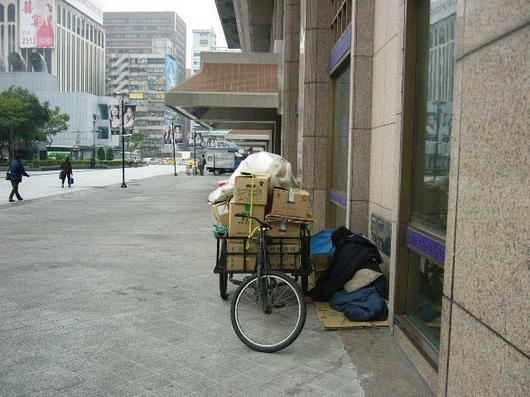 台北駅のホームレス2.jpg