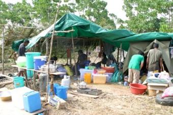 ギゾ島マイル6キャンプ(避難所) (筆者提供)
