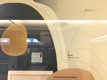 img_140_p6-7_イミグレーション・ミュージアムの展示.jpg